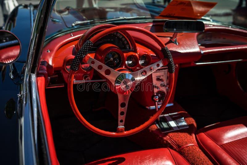 Interior do carro de esportes Chevrolet Corvette C1 imagens de stock