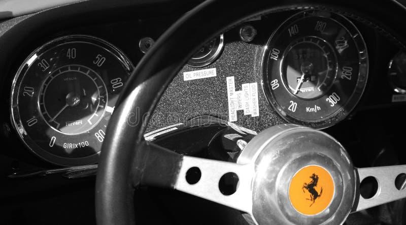 Interior do carro de esportes de ferrari do vintage foto de stock
