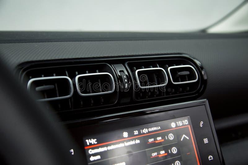 Interior do carro: respiradouros de ar foto de stock