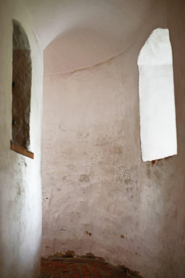 Interior do castelo com janela fotografia de stock royalty free