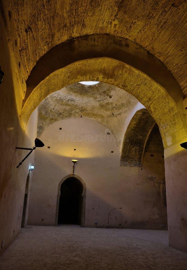 Interior do celeiro e do est?bulo velhos do Heri es-Souani em Meknes, Marrocos imagem de stock royalty free