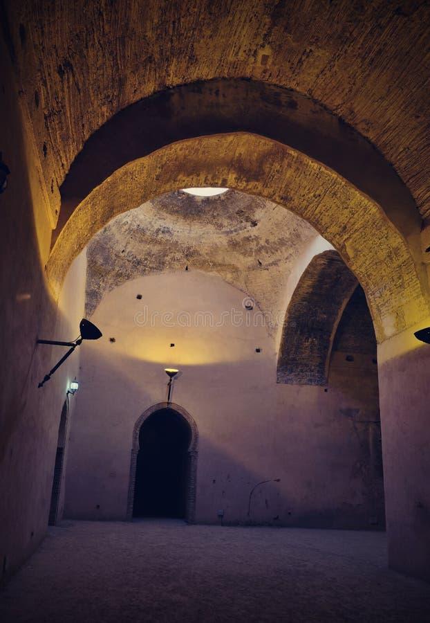 Interior do celeiro e do est?bulo velhos do Heri es-Souani em Meknes, Marrocos fotografia de stock royalty free
