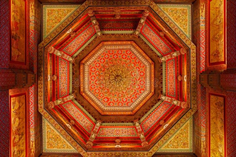 Interior do Dusit Maha Prasat Throne Hall foto de stock royalty free