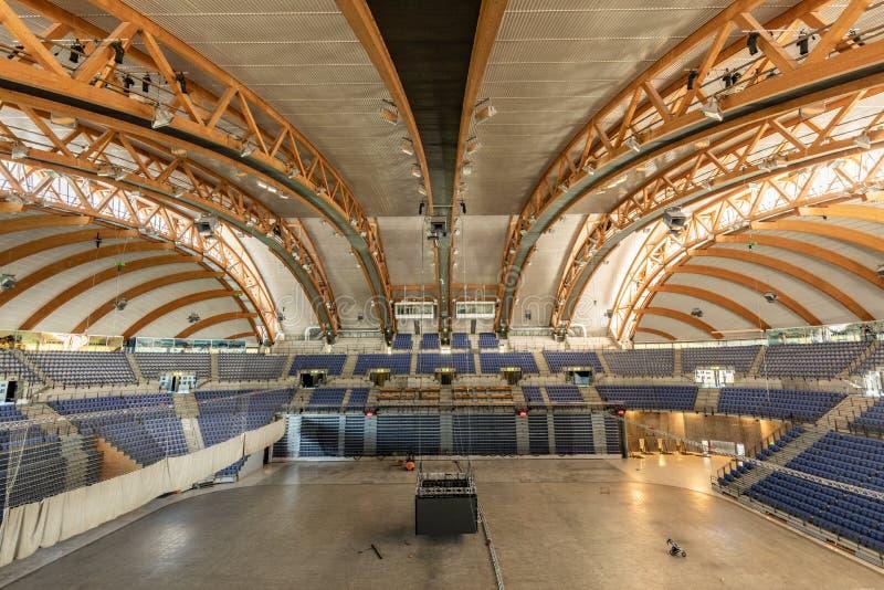Interior do Estádio Olímpico com estruturas de madeira Hakons Salão fotografia de stock