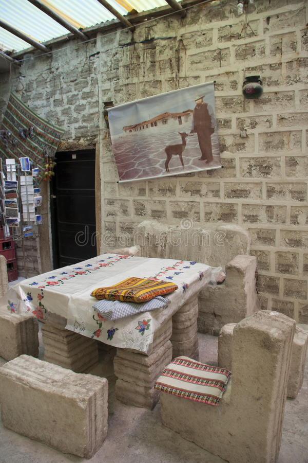 Interior do hotel de sal feito do sal em Salar de Uyuni fotos de stock royalty free