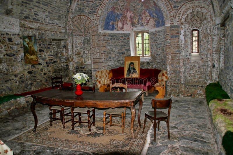Interior do monastério de Agios Dimitrios, sob a montagem Olympos, Grécia imagens de stock