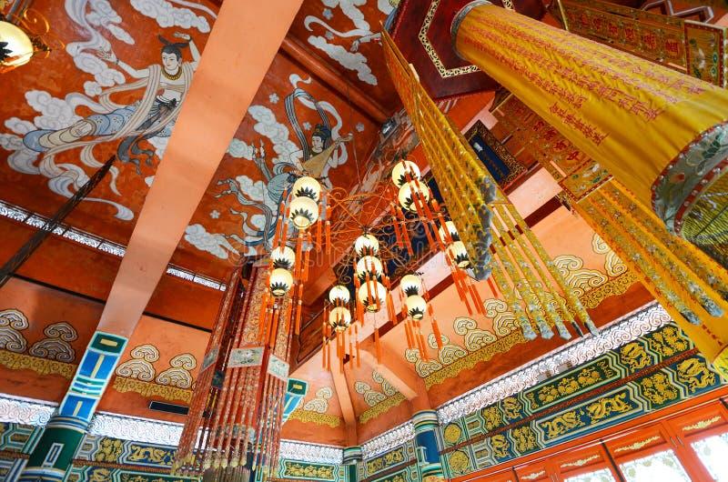 Interior do monastério do Po Lin na ilha de Lantau, Hong Kong, China fotografia de stock royalty free