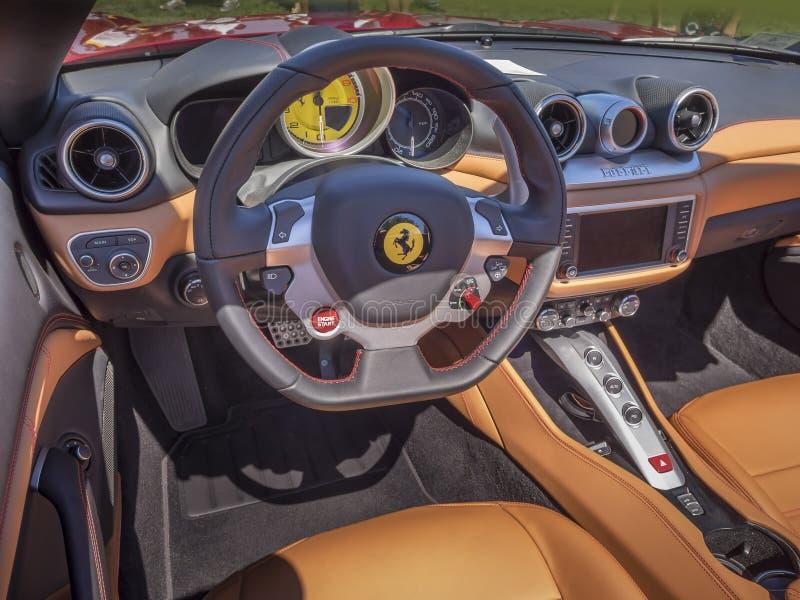 Interior do painel de Ferrari foto de stock