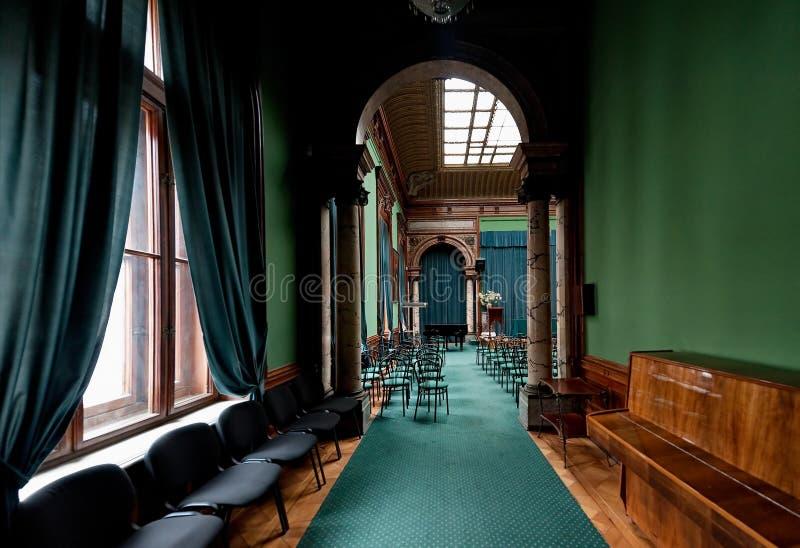 Interior do palácio das contagens Tolstoy, conhecido geralmente como a casa dos cientistas em Odesa, Ukr fotos de stock royalty free