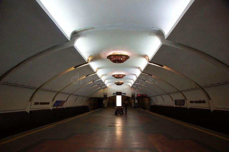 Interior do parque Chelyuskintsev da estação de metro em Minsk fotografia de stock