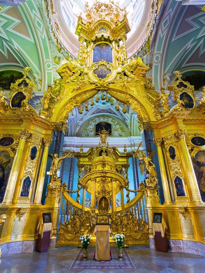 Interior do Peter e do Paul Cathedral em St Petersburg imagens de stock royalty free