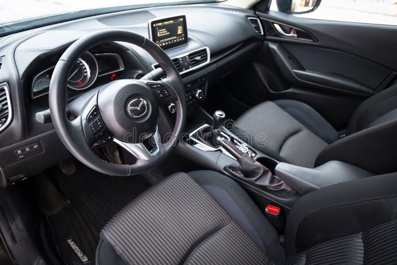 Interior do preto de Mazda 3 fotografia de stock