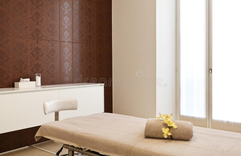 Interior do quarto da massagem fotos de stock royalty free