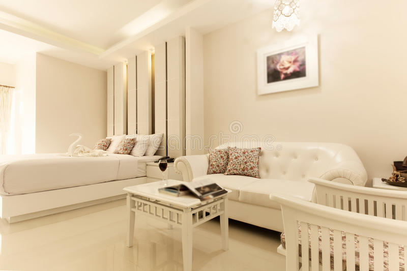 Interior do quarto na casa luxuosa nova imagem de stock royalty free