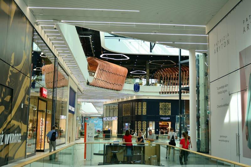 Interior do shopping moderno Galeria Mlociny fotografia de stock