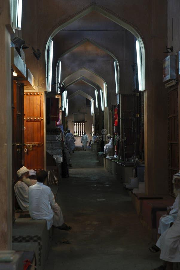Interior do souk de Nizwa imagens de stock