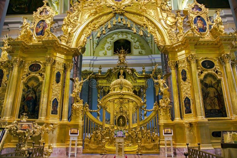 Interior do St Peter e do Paul Cathedral imagem de stock