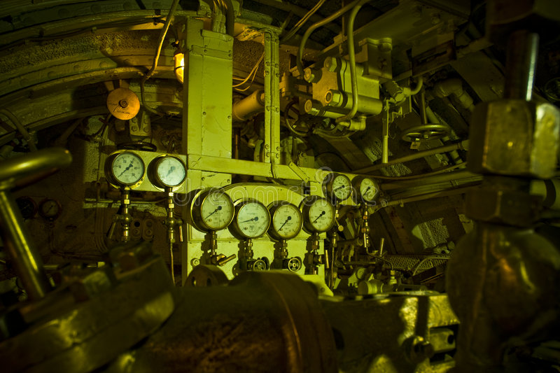 Interior do submarino velho foto de stock royalty free