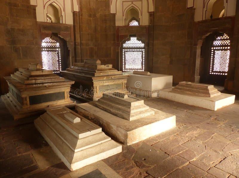 Interior do túmulo de Isa Khan Niyazi no complexo do túmulo de Humayun, Deli fotografia de stock royalty free