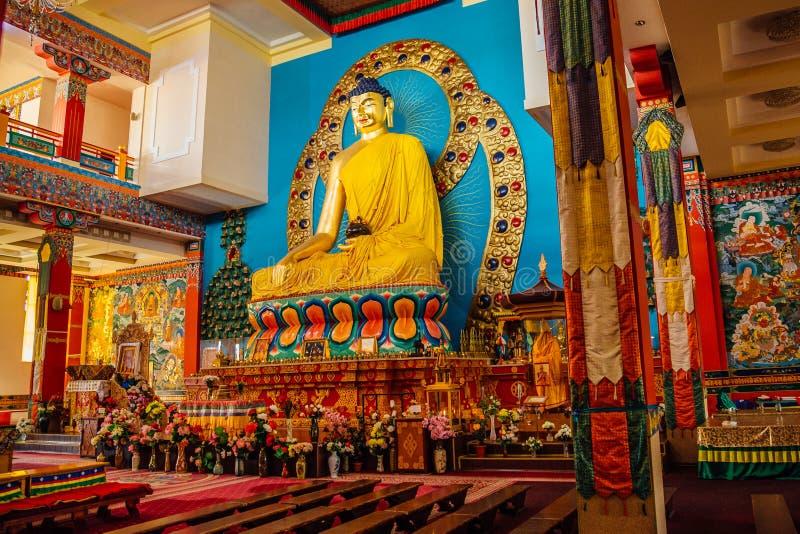 Interior do templo budista fotografia de stock royalty free