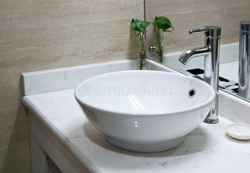Interior do washroom do hotel imagens de stock royalty free