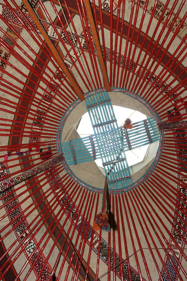 Interior do yurt do nómada do kazakh imagem de stock royalty free