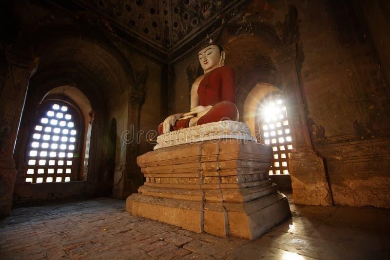 Interior dos templos antigos em Bagan, Myanmar imagem de stock