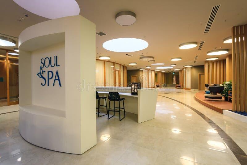 Interior dos termas da alma no hotel de Sochi Marriott no recurso de Gorky Gorod Sala de estar e opinião da recepção imagem de stock