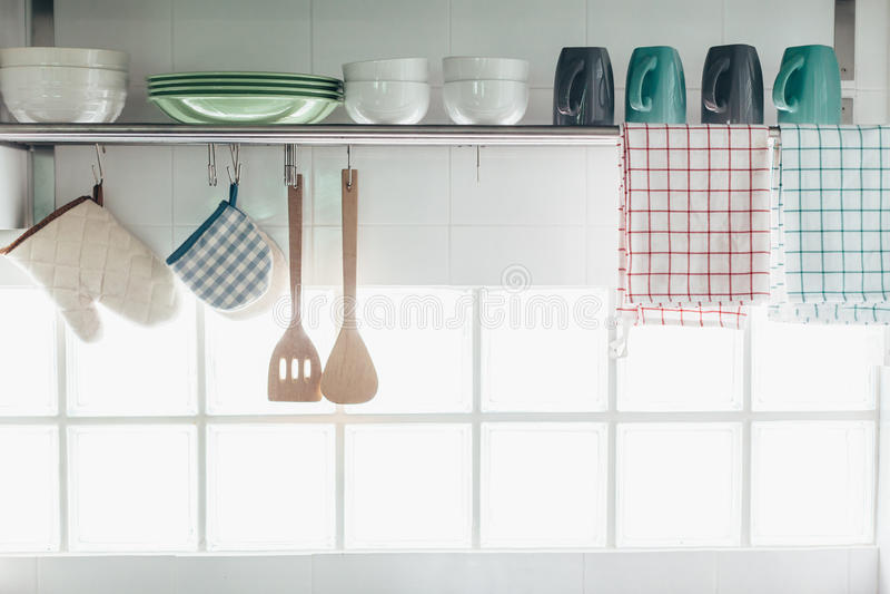 Interior e utensílios da cozinha fotografia de stock royalty free