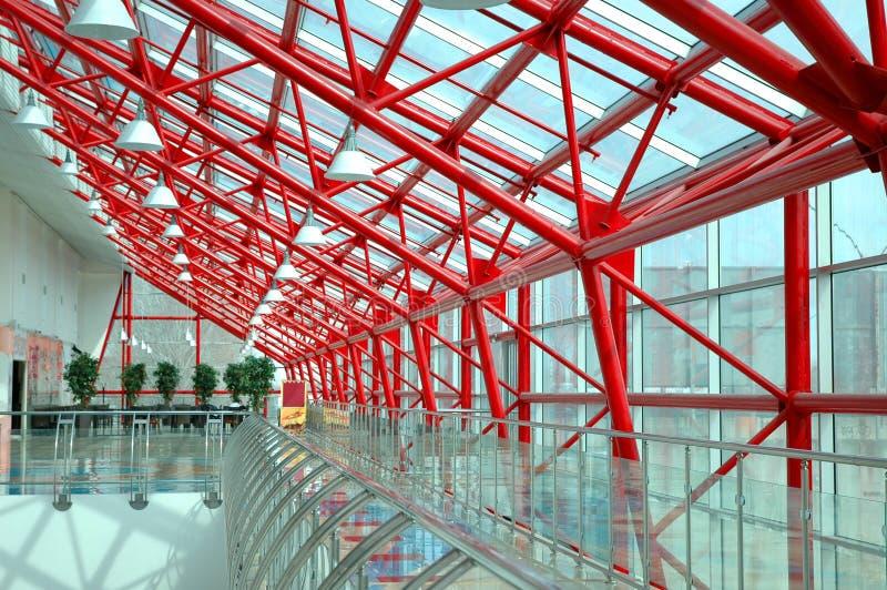 Interior el edificio de oficinas moderno foto de archivo