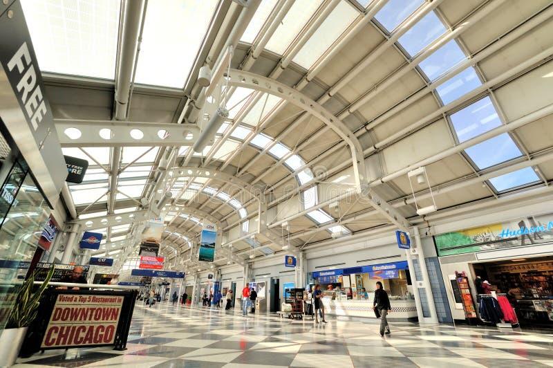 Interior en del terminal de aeropuerto de Chicago foto de archivo libre de regalías