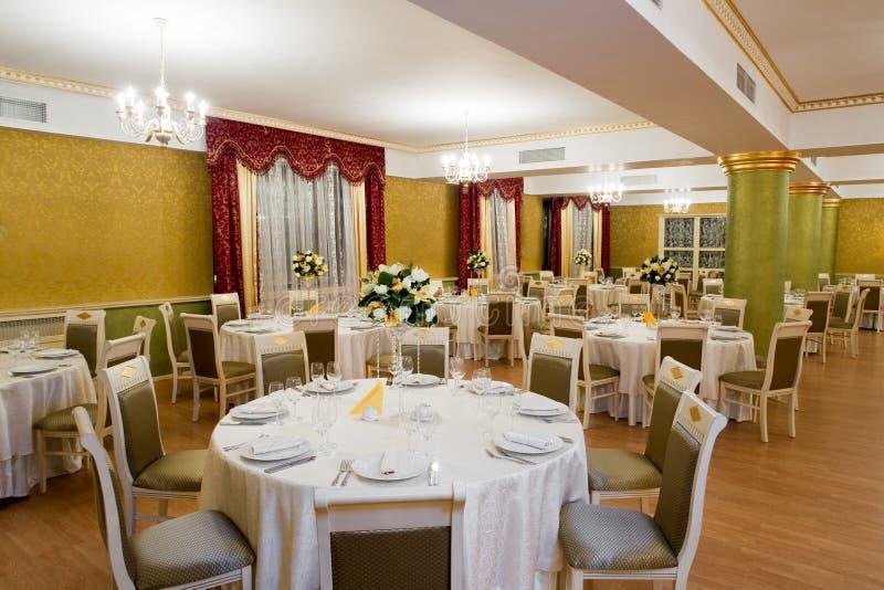 Interior en el restaurante Vatra Neamului del museo imagen de archivo libre de regalías