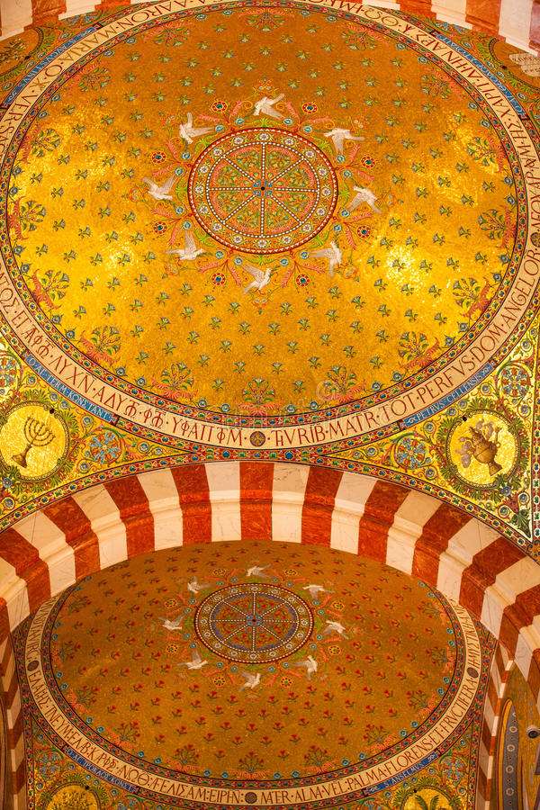 Interior en la basílica católica Notre Dame De La Garde foto de archivo libre de regalías