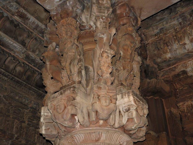 Interior, en las paredes de los antiguos templos Kama Sutra en la India kajuraho Patrimonio de la Humanidad de la UNESCO La más f fotografía de archivo libre de regalías
