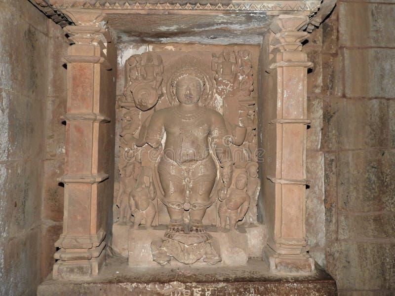Interior, en las paredes de los antiguos templos Kama Sutra en la India kajuraho Patrimonio de la Humanidad de la UNESCO La más f foto de archivo libre de regalías