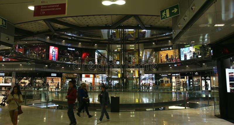 Interior en un centro comercial imágenes de archivo libres de regalías