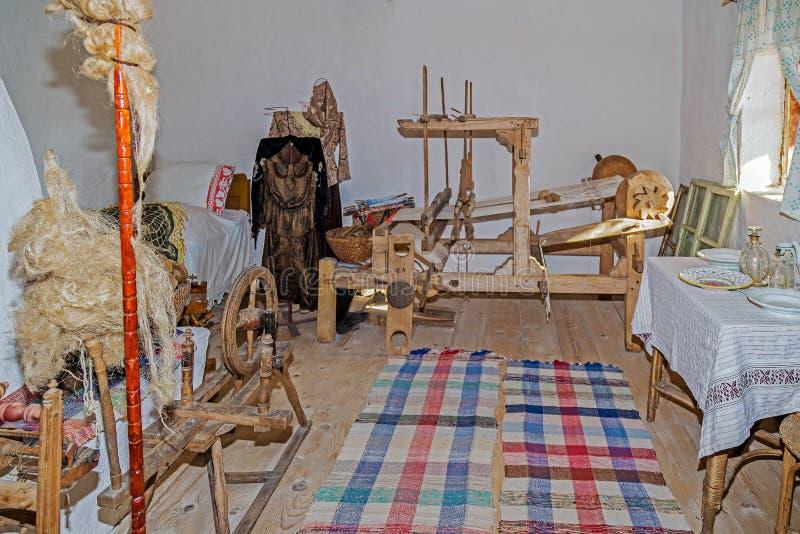 Interior en un cortijo de ethnics ucrainian en la región de Banat, imagen de archivo