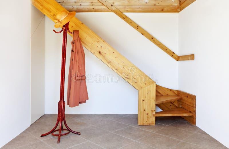 Interior, escadaria de madeira foto de stock royalty free