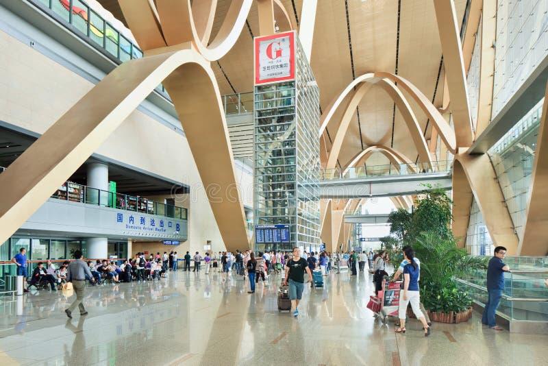 Interior espacioso del aeropuerto de Kunming Changshui, China fotos de archivo libres de regalías