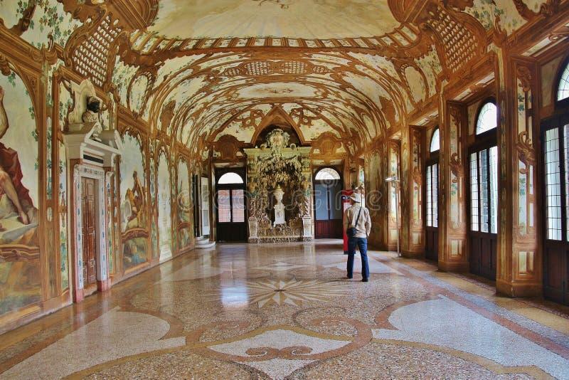 Interior esplêndido em Corte Vecchia, Palazzo Ducale Mantua, Italy foto de stock