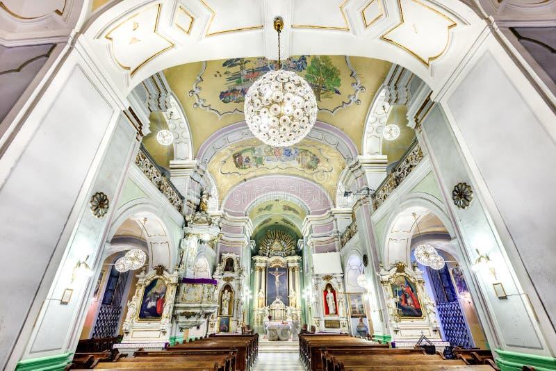 Interior europeo de la iglesia imagenes de archivo
