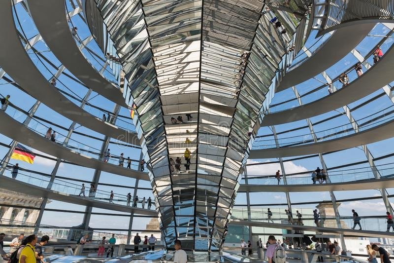 Interior famoso de la bóveda de Reichstag en Berlín, Alemania fotografía de archivo libre de regalías