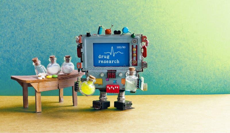 Interior farmacêutico do laboratório da pesquisa da droga Farmacêutico do químico do robô da inteligência artificial que testa co foto de stock