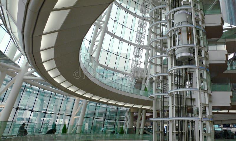 Interior futurista moderno do edifício fotos de stock