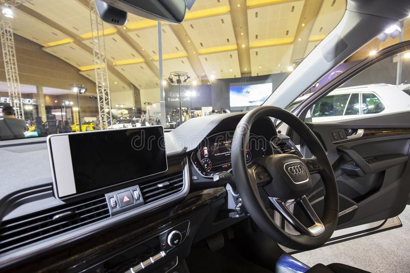 Interior hermoso del coche de Audi Q5 foto de archivo libre de regalías