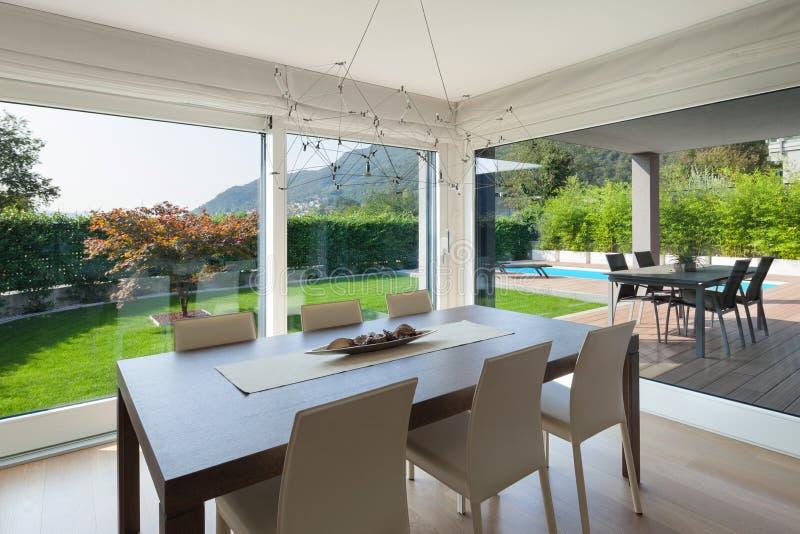 Interior home luxuoso, mesa de jantar imagem de stock royalty free