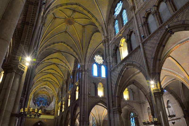 Interior increíble de una iglesia cristiana medieval fotos de archivo libres de regalías