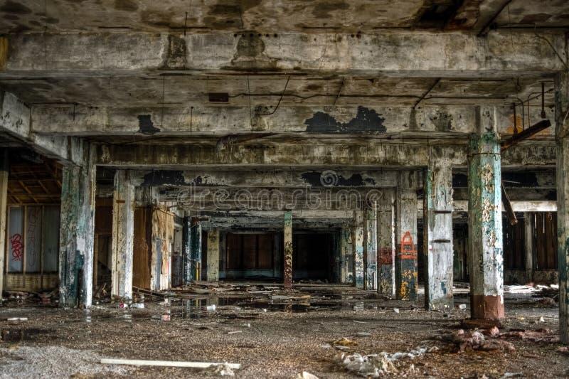 Interior industrial abandonado del almacén de la fábrica foto de archivo libre de regalías