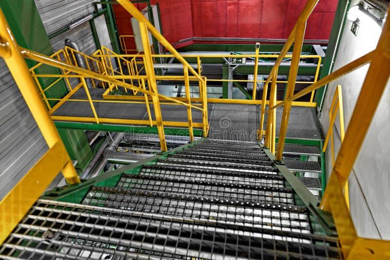 Interior industrial con la escalera grande fotografía de archivo libre de regalías