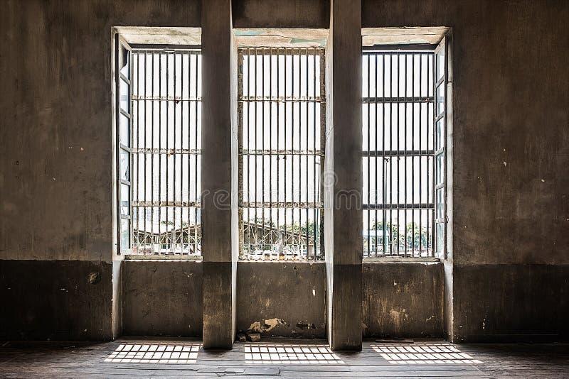 Interior industrial de la ventana vieja imagen de archivo libre de regalías